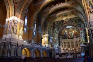 intérieur de la basilique Ste-Thérèse
